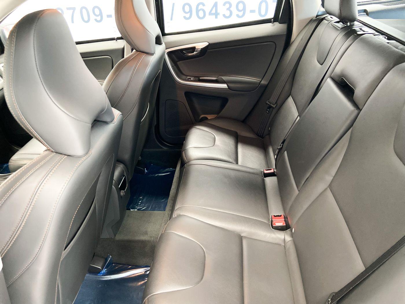 Volvo XC 60 T-5 MOMENTUM 2.0 245cv FWD 5p