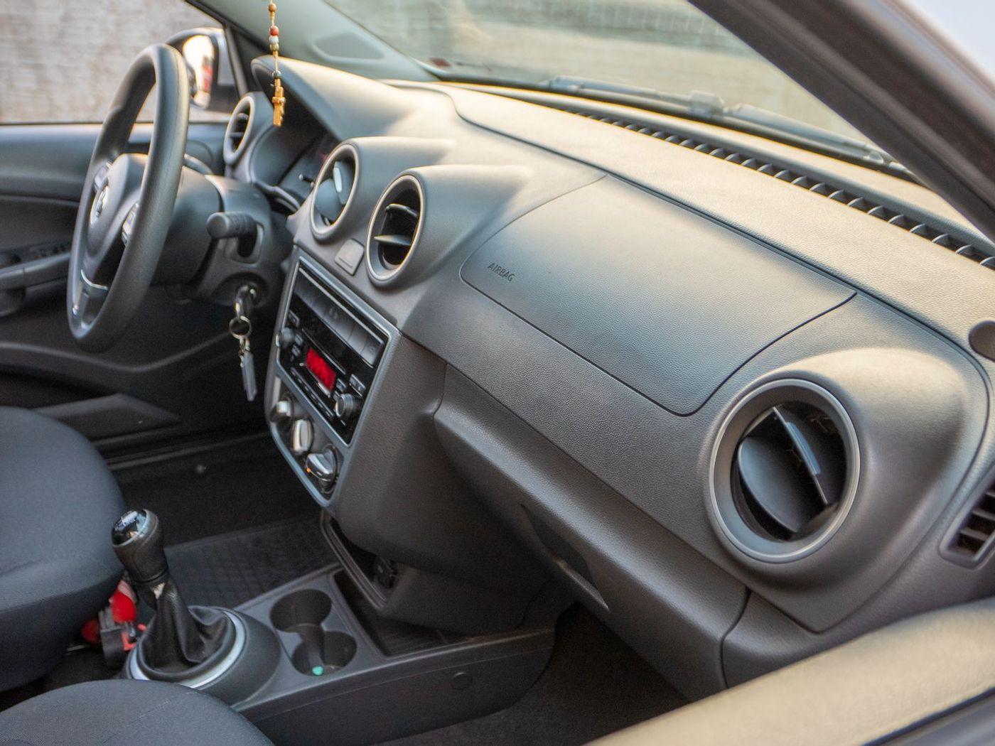 VolksWagen VOYAGE Comfortline  1.0 T.Flex 8V 4p
