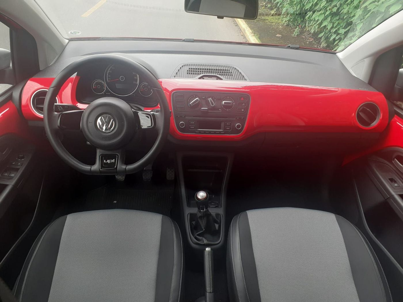 VolksWagen up! black/white/red I MOTION 1.0 Flex 5p