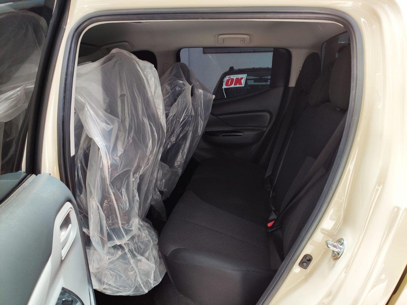 Mitsubishi L200 Triton Savana GLS 2.4 4x4 Die. Aut.