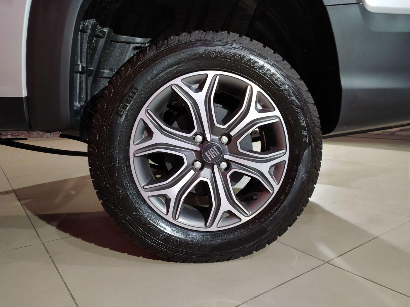 Fiat Strada Volcano 1.3 Flex 8V CD