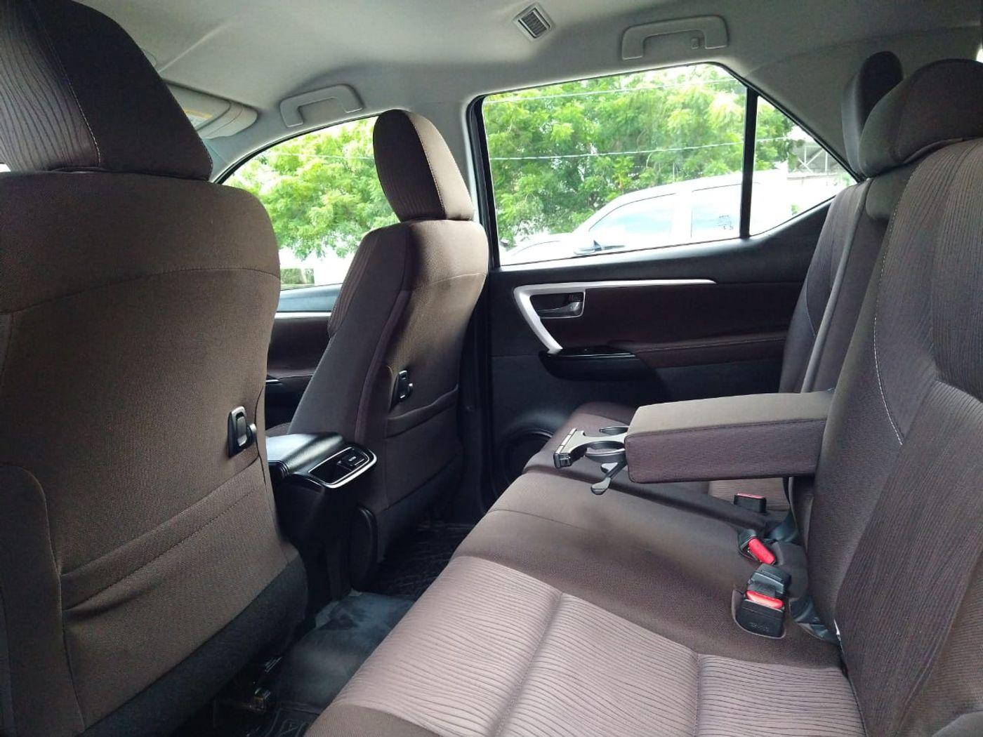 Toyota Hilux SW4 SR 4x2 2.7/ 2.7 Flex 16V Aut.