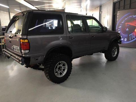 Ford Explorer XLT 4x2 4.0 V6